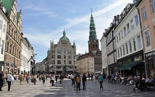 Une place à Copenhague, Danemark, fichier photo (CC-BY Furya/Wikimedia Commons)
