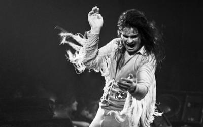 Ozzy Osbourne, père du heavy metal, lors d'un concert en 1978 (Crédit : Facebook d'Ozzy Osbourne)