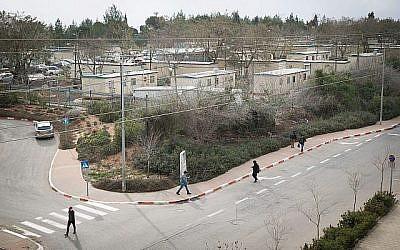 Des étudiants se promènent sur le campus de l'Université Ariel, dans l'implantation d'Ariel en Cisjordanie, le 25 janvier 2017. (Sebi Berens/Flash90)
