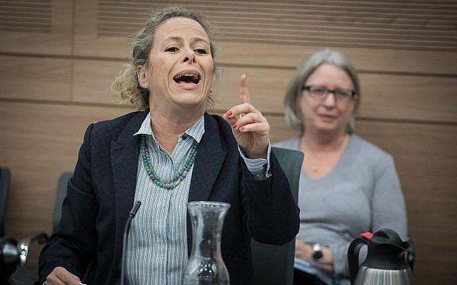 La députée de l'Union sioniste Ayelet Nachmias Verbin durant une réunion de la commission à la Knesset de Jérusalem, le 3 décembre 2017 (Crédit : Hadas Parush/Flash90)