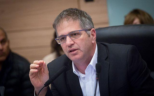 Le député Yoav Kisch (Likud), président de la commission des Affaires internes de la Knesset, le 29 janvier 2018 (Crédit : Miriam Alster/Flash90)
