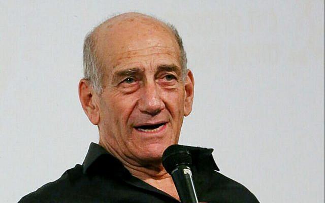 L'ancien Premier ministre Ehud Olmert prend la parole lors d'une conférence à Tel Aviv, le 7 février 2018. (Flash90)