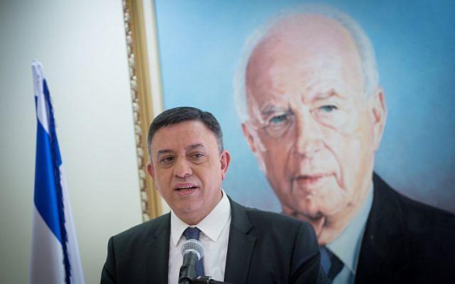 Le chef de l'Union sioniste Avi Gabbay, lors d'une réunion de faction au Parlement israélien le 12 février 2018. (Miriam Alster/Flash90)