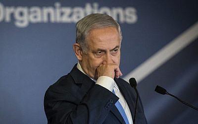 Le Premier ministre Benjamin Netanyahu s'exprime devant la conférence de la CoP (Conference of Presidents of Major American Jewish Organizations) à Jérusalem, le 21 février 2018 (Crédit : Hadas Parush/Flash90)