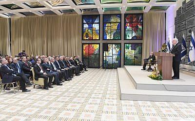 Le président israélien Reuven Rivlin à a conférence des ambassadeurs et des chefs de missions diplomatiques, à Jérusalem, le 8 février 2018. (Crédit : Mark Neiman / GPO)
