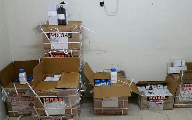Produits explosifs découverts par les contrôleurs de l'Autorité des frontières dans une cargaison d'articles médicaux au passage de Kerem Shalom, le 4 février 2018. (Ministère de la Défense)
