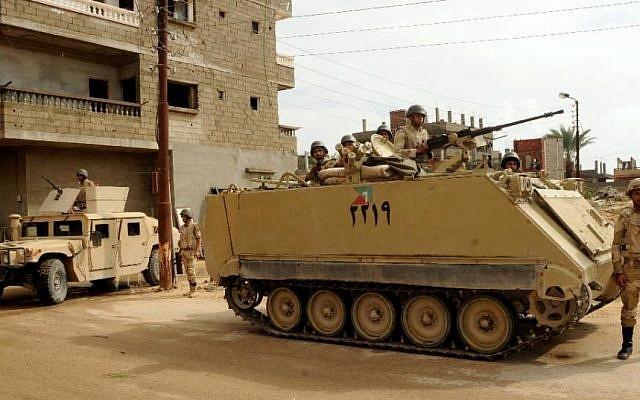 Illustration: Les forces de sécurité égyptiennes dans le Sinaï, juillet 2013. (Mohamed El-Sherbeny /AFP)