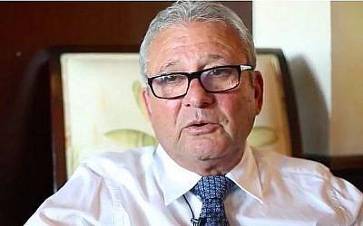 Dan Alon se souvient du massacre de Munich en 1972, auquel il a survécu, lors d'une interview en septembre 2015. (Capture d'écran/YouTube)