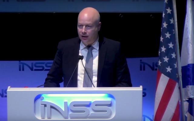 Jason Greenblatt, l'ambassadeur de la paix à l'administration Trump, intervient à la conférence de l'INSS, le 30 janvier 2018 (Crédit : Capture d'écran de l'INSS)