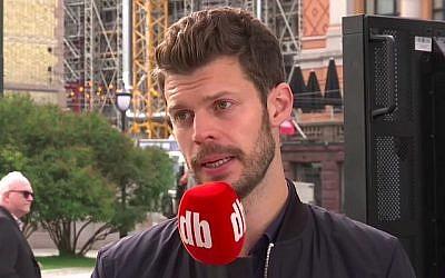 Le député norvégien Bjornar Moxnes s'entretient avec des journalistes lors d'une interview le 1er septembre 2017. (Capture d'écran/YouTube)