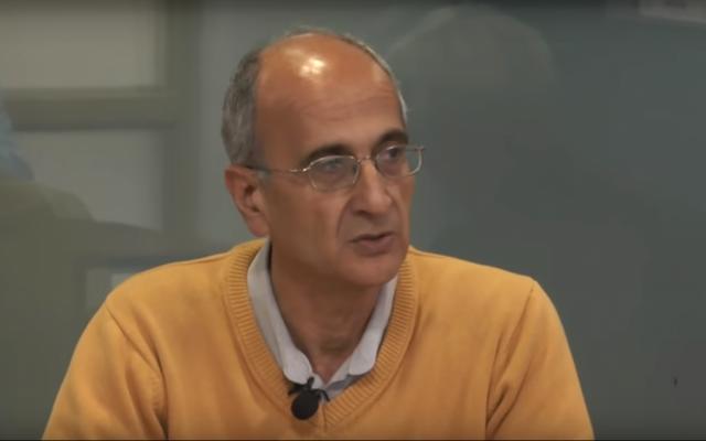 Kavous Seyed Emami, éminent écologiste irano-canadien, donne une conférence en Iran en novembre 2017. (Crédit : capture d'écran YouTube)