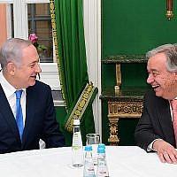 Le Premier ministre Benjamin Netanyahu (G) en compagnie du Secrétaire général des Nations Unies António Guterres en marge de la Conférence de Munich sur la sécurité, 16 février 2018. (Amos Ben Gershom/GPO)
