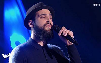 Le chanteur Alliel, 27 ans et père de 4 enfants, a passé avec succès sa première édition lors de l'émission The Voice (Crédit: capture d'écran Youtube/TF1)