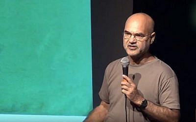 L'artiste Boaz Arad (Capture d'écran : YouTube)