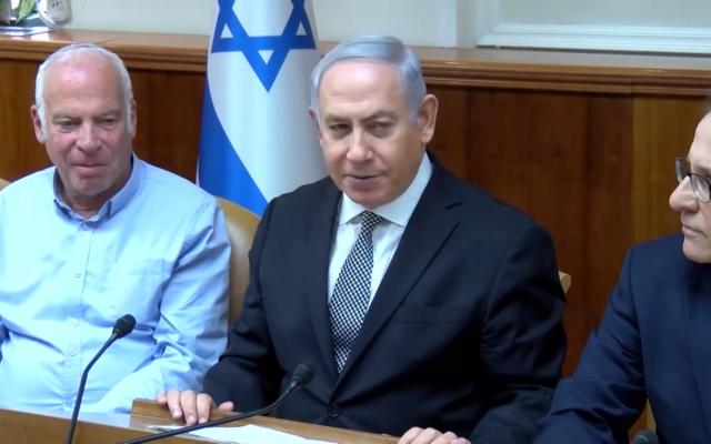 Le Premier ministre Benjamin Netanyahu lors d'une réunion du cabinet à Jérusalem, le 25 février 2018 (Capture d'écran/Ynet)