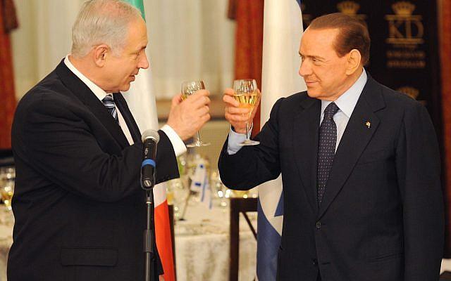 Illustration: Le Premier ministre Benjamin Netanyahu (à gauche) et son homologue italien Silvio Berlusconi lèvent leurs verres lors d'un dîner d'État à l'hôtel King David à Jérusalem le 1er février 2010 (Crédit : Avi Ohayon / Gpo / Flash )