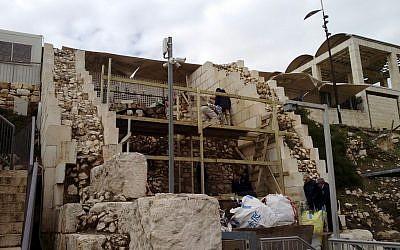 La nouvelle construction d'une plateforme de prière pluraliste au parc archéologique Davidson au mur Occidental le 5 février 2018 (Crédit : Mouvement masorti en Israël)