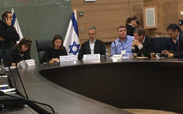Une réunion de la commission de contrôle de l'Etat consacrée à l'Amendement 168 de l'ordonnance fiscale, le 26 février 2018 (Crédit : Simona Weinglass/Times of Israel)