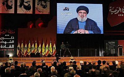 Le chef du Hezbollah Hassan Nasrallah prononce un discours télévisé lors d'une cérémonie tenue par le groupe terroriste à Beyrouth en commémoration de ses dirigeants assassinés, le 16 février 2018 (AFP Photo / Joseph Eid)