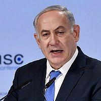 Le Premier ministre Benjamin Netanyahu prononce un discours le troisième jour de la 54e Conférence de Munich sur la sécurité (MSC) qui s'est tenue à l'hôtel Bayerischer Hof, à Munich, dans le sud de l'Allemagne, le 18 février 2018. (AFP PHOTO / Thomas KIENZLE)
