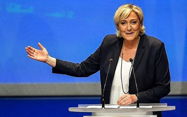 La présidente du Front National français d'extrême-droite Marine Le Pen s'exprime durant le congrès de son parti à Lille, après sa réélection à la tête du parti, le 11 mars 2018 (Crédit :  AFP PHOTO / PHILIPPE HUGUEN)