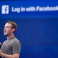 Mark Zuckerberg, PDG de Facebook, parle au sommet F8 à San Francisco, Californie, le 25 mars 2015. (AFP PHOTO / Josh Edelson)