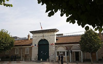 Cette photo prise le 20 septembre 2016 montre l'entrée de la prison de Fresnes, près de Paris (AFP PHOTO / PATRICK KOVARIK)