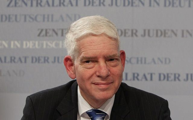 Josef Schuster, président du Conseil central des Juifs d'Allemagne, assiste à une conférence de presse après son élection à Francfort-sur-le-Main, en Allemagne centrale, le 30 novembre 2014. (AFP / Daniel Roland)
