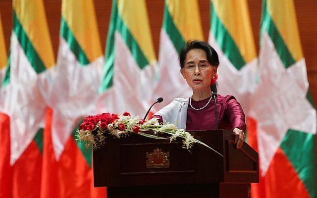 La dirigeante birmane, Aung San Suu Kyi, prononçant une allocution nationale à Naypyidaw le 19 septembre 2017 (Crédit : AFP / Ye Aung Thu)