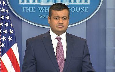 Le secrétaire de presse adjoint de la Maison-Blanche, Raj Shah, s'entretient avec les journalistes lors de la conférence de presse quotidienne dans la salle de presse de Brady à la Maison-Blanche, à Washington, le 8 février 2018. (Capture d'écran CNN)