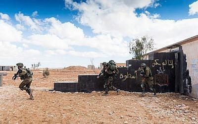 Les soldats de combat israéliens participent à un exercice (Crédit : Tsahal)