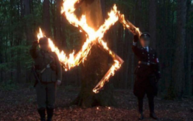 Des membres du groupe polonais de la fierté et de la modernité néo-nazi célèbrent l'anniversaire d'Adolf Hitler dans une vidéo non datée. (Crédit : capture d'écran TVN24)
