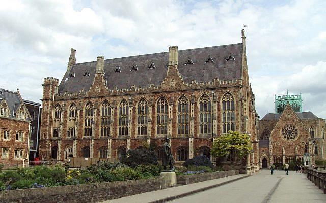 Le Clifton College à Bristol, Royaume-Uni, le 15 mai 2010 (CC-BY-SA-3.0,2.5,2.0,2.0,2.0,1.0, Rept0n1x/Wikipedia).