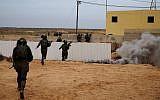 Des soldats du bataillon mixte des Lions de la vallée du Jourdain participent à un exercice dans la base militaire de Tzéélim, le 5 février 2018 (Judah Ari Gross / Times of Israël)