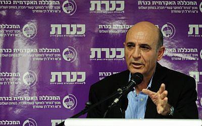 Shaul Mofaz au Kinneret college dans le nord d'Israël, le 22 décembre 2014 (Crédit : Flash90)