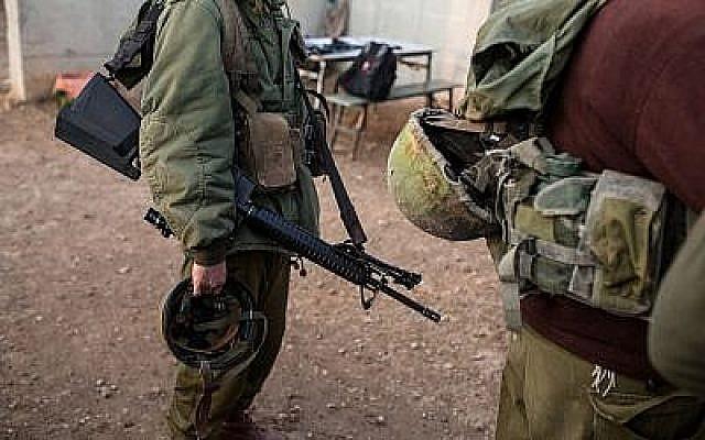 Illustration de soldats israéliens participant à un exercice d'entraînement à la base militaire de Baf Lachish, dans le sud d'Israël, le 20 décembre 2016. (Maor Kinsbursky/Flash90)