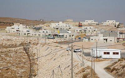 Un nouveau projet de logement en construction dans l'implantation israélienne de Nokdim, le 24 octobre 2017 (Crédit : Gershon Elinson/Flash90)