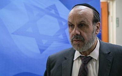 Le ministre des Affaires religieuses David Azoulay au cabinet du Premier ministre à Jérusalem le 29 octobre 2017. (Ohad Zwigenberberg/POOL)
