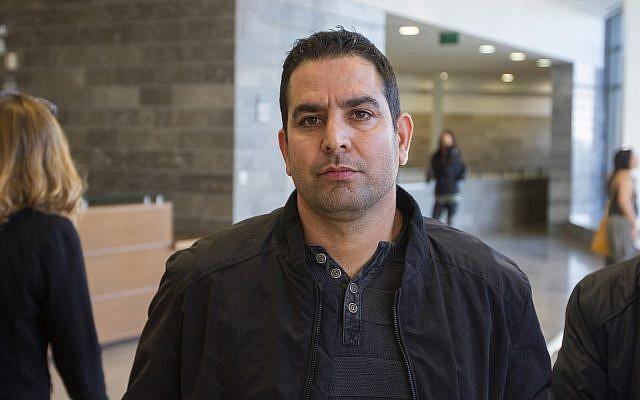 Le 26 décembre 2017, Menny Naftali, ancien gardien de la résidence du Premier ministre, s'est rendu au tribunal d'Herzliya. (Flash90)
