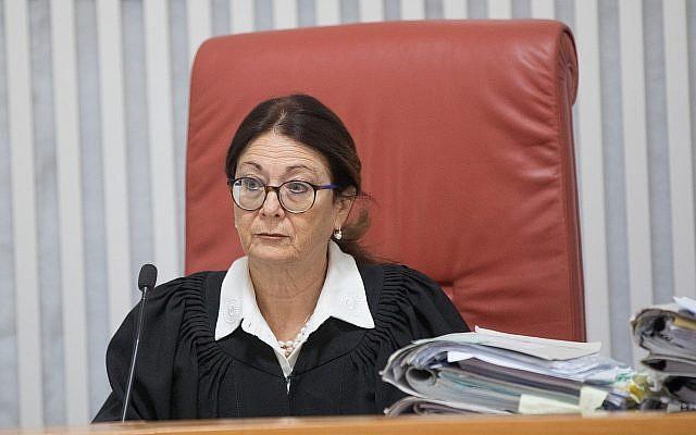 La juge en chef de la Cour suprême Esther Hayut lors d'une audience à la Cour suprême de Jérusalem, le 14 janvier 2018. (Yonatan Sindel/Flash90)