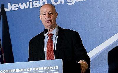 Le ministre de la Coopération régionale, Tzachi Hanegbi, prend la parole à la Conférence des présidents des principales organisations juives américaines, à l'hôtel Inbal de Jérusalem, le 19 février 2018 (Yonatan Sindel/Flash90).