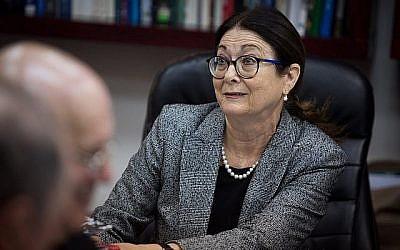 La présidente de la Cour suprême Esther Hayut lors d'une réunion du Comité de sélection des juges israéliens au ministère de la Justice à Jérusalem le 22 février 2018. (Hadas Parush/Flash 90)