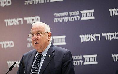 """Le président Reuven Rivlin prend la parole lors d'une conférence organisée par le journal """"Makor Rishon"""" et l'Israel Democracy Institute à Jérusalem, le 11 mars 2018. (Yonatan Sindel/FLASH90)"""