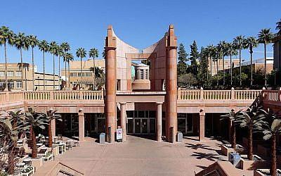 La bibliothèque Hayden à l'université de l'Etat d'Arizona (Crédit :  Wikimedia Commons via JTA)