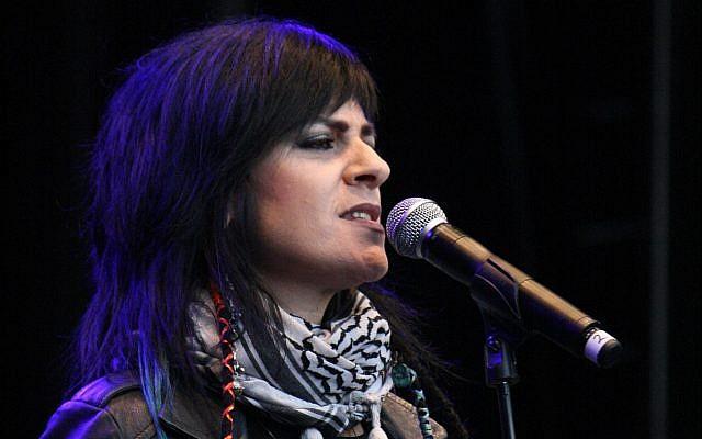 La chanteuse palestinienne Rim Banna se produit à Musikk pour Gaza à Olso, en Norvège, le 3 septembre 2014. (CC BY-SA GGAADD /Wikimedia Commons)