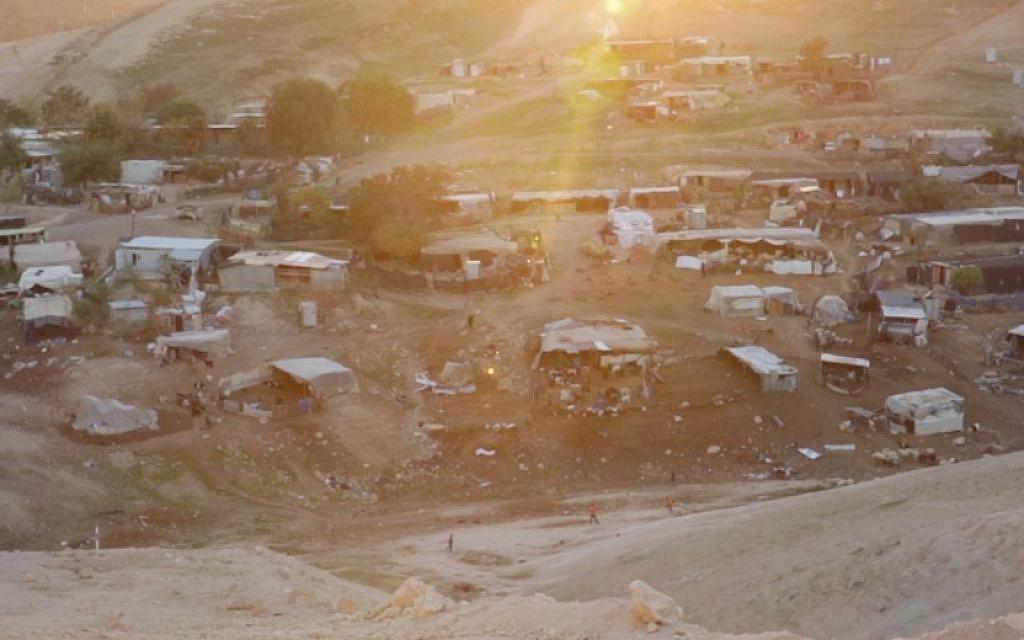 Le village bédouin de Khan al-Ahmar (Capture d'écran :/YouTube)