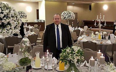 Hussein Jabar, un hôtelier d'Abu Ghosh qui achète légalement tous les produits hametz d'Israël chaque année pendant Pessah. (Autorisation)