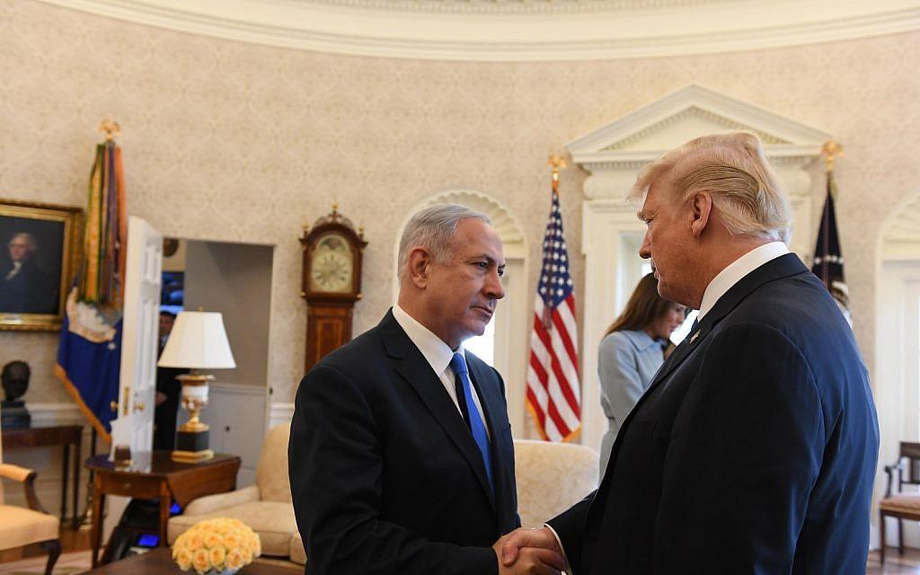 Le Premier ministre Benjamin Netanyahu et le président américain Donald Trump au bureau ovale de la Maison-Blanche, le 5 mars 2018 (Haim Tzach / GPO)