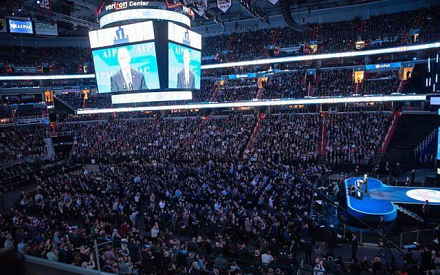 Le vice-président des États-Unis, Mike Pence, prend la parole lors de la convention de l'AIPAC 2017 le 26 mars 2017 à Washington. (Crédit : Photo par Noam Galai / Getty Images)