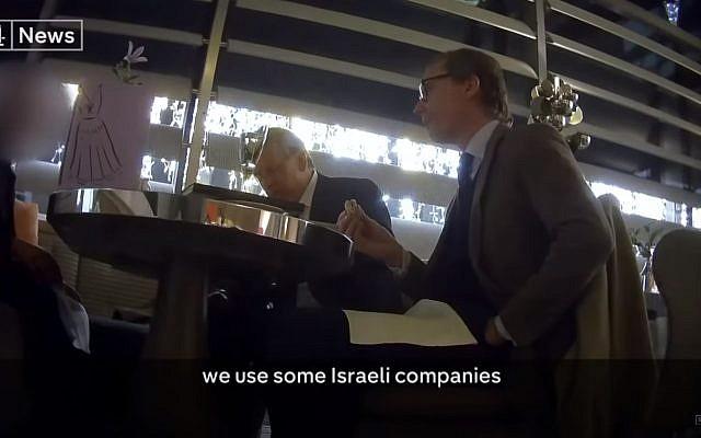 Les cadres de Cambridge Analytica ont été filmés en caméra cachée se vantant d'utiliser des espions britanniques et israéliens. (Capture d'écran : Channel 4)